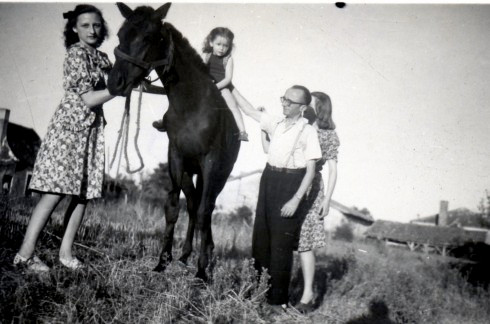 1945 Libourne MC on horse with family