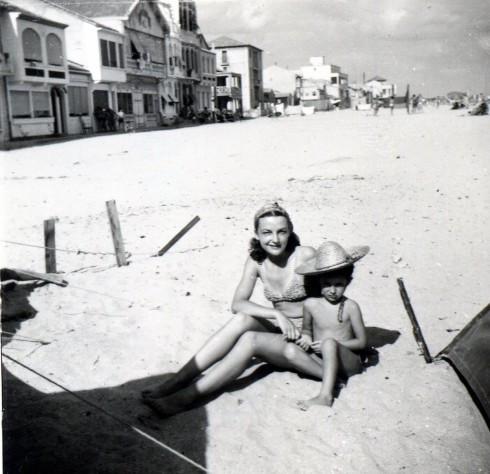 50 Palavas, Helene & MC on beach