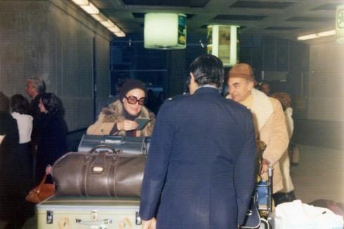 69 airport Helene & Roger arrive (France?)