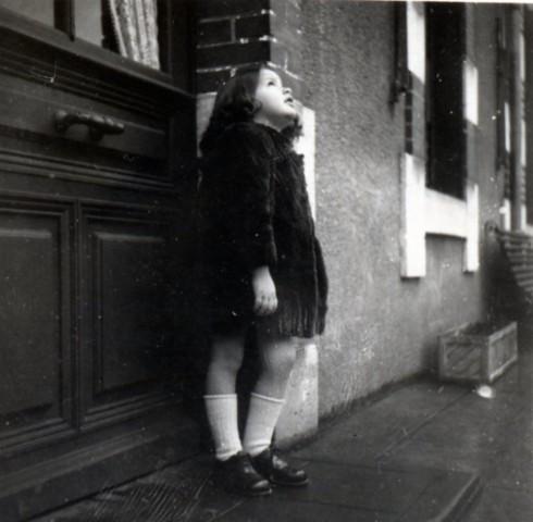 19946 Millau MC in fur coat looking up
