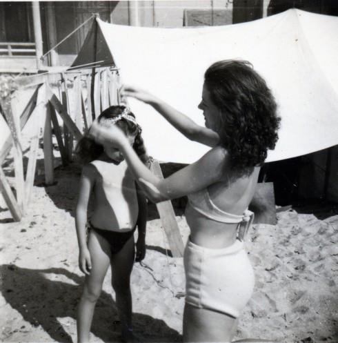 49 Palavas, Helene & MC on beach