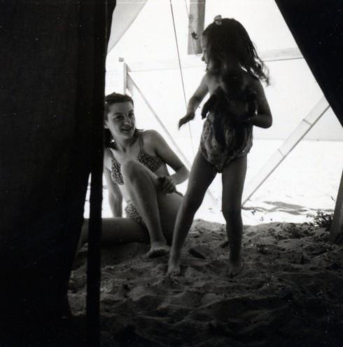 47 Palavas, Helene & MC on beach