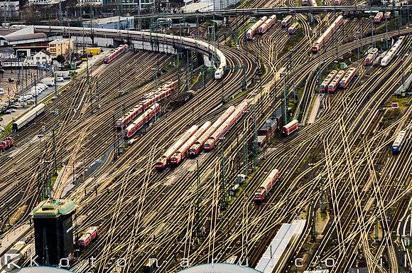 הרכבת מתקרבת, הרכבת מגיעה