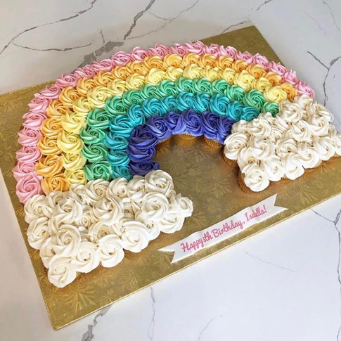 """Pull-Apart"" Rainbow cupcakes cake"