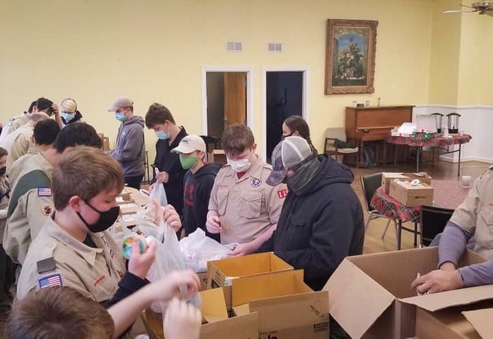 Boy Scout Troop 115 Packing Holiday Meals