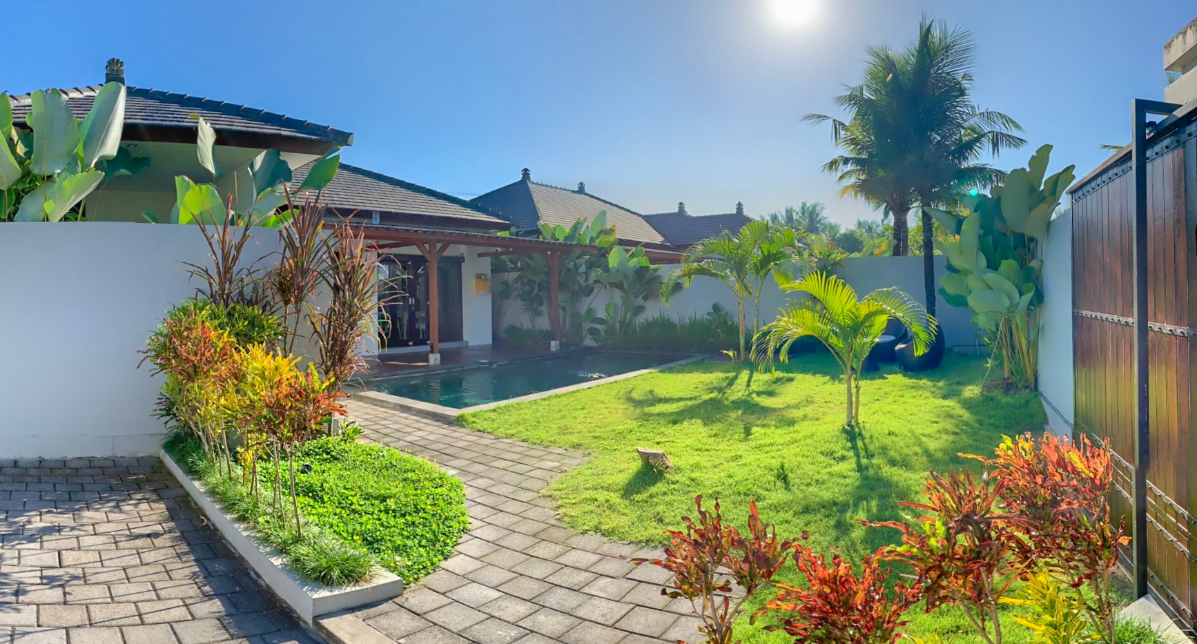 garden and entree villa 4