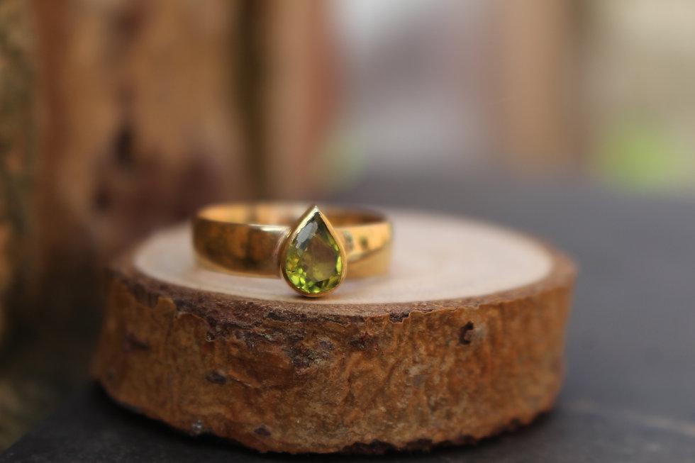 9ct Yellow Gold Peridot Ring