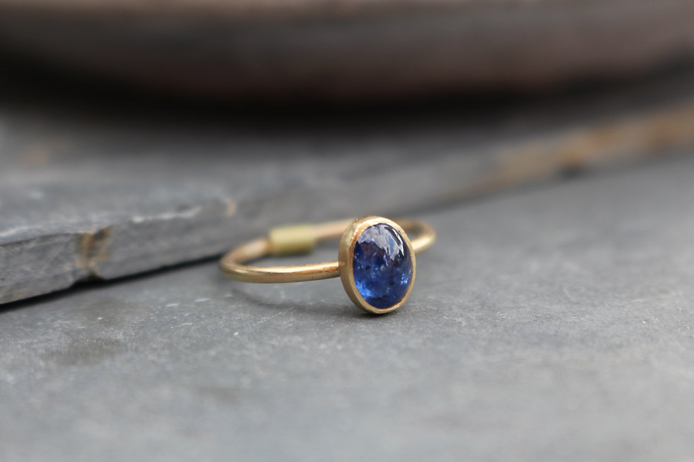 Yellow Gold Cabachon Sapphire Ring