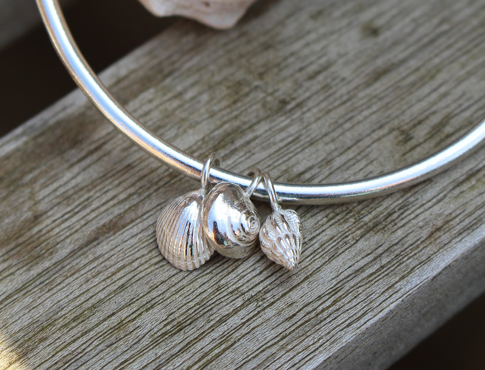 Silver Tiny Charm Shell Bangle