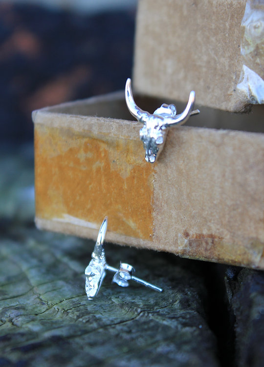 Silver Highland Cow Studs