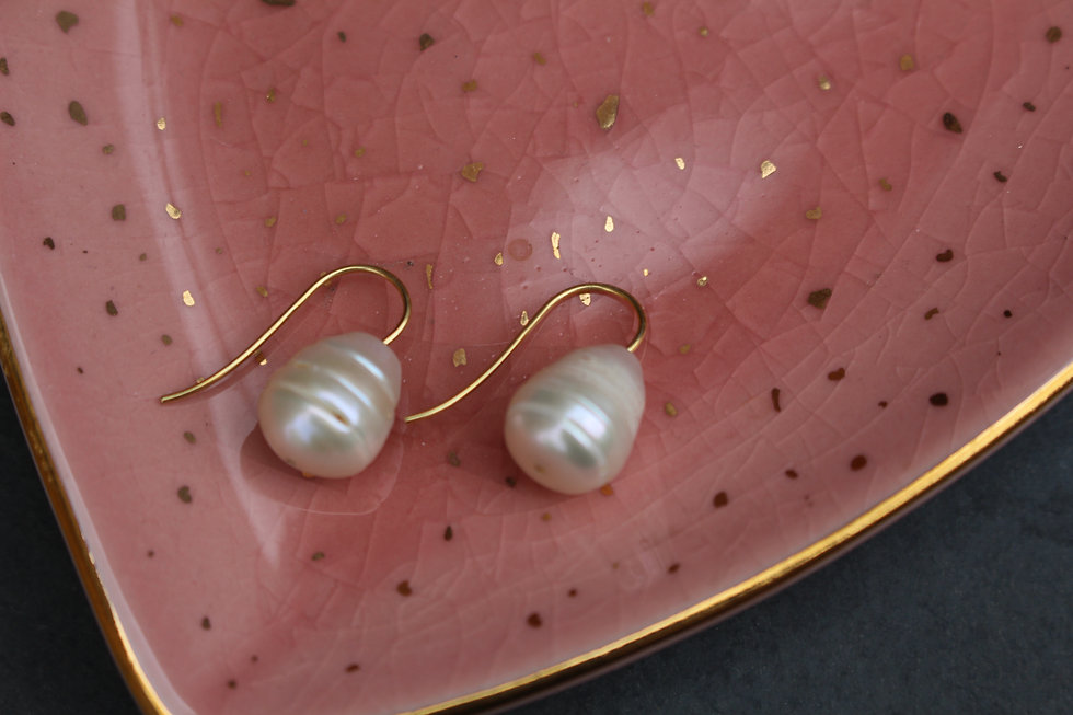 Gold Simple Pearl Drops