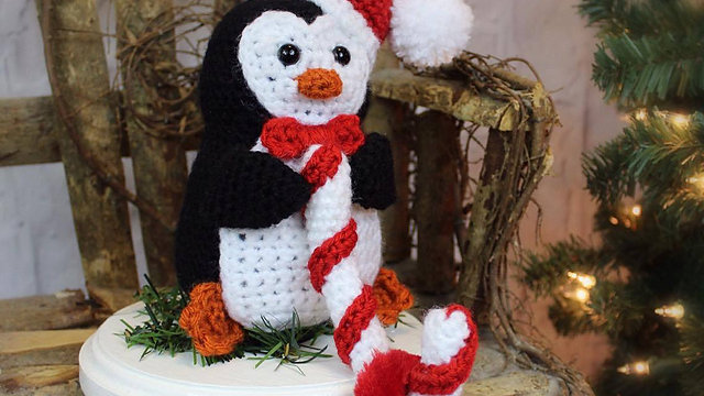 Penguin Christmas Stocking Hanger Crochet Pattern