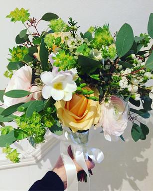 Bridal floristry Bouquet_._Roses ._Ranun