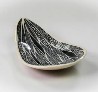 Black Leaf Dish