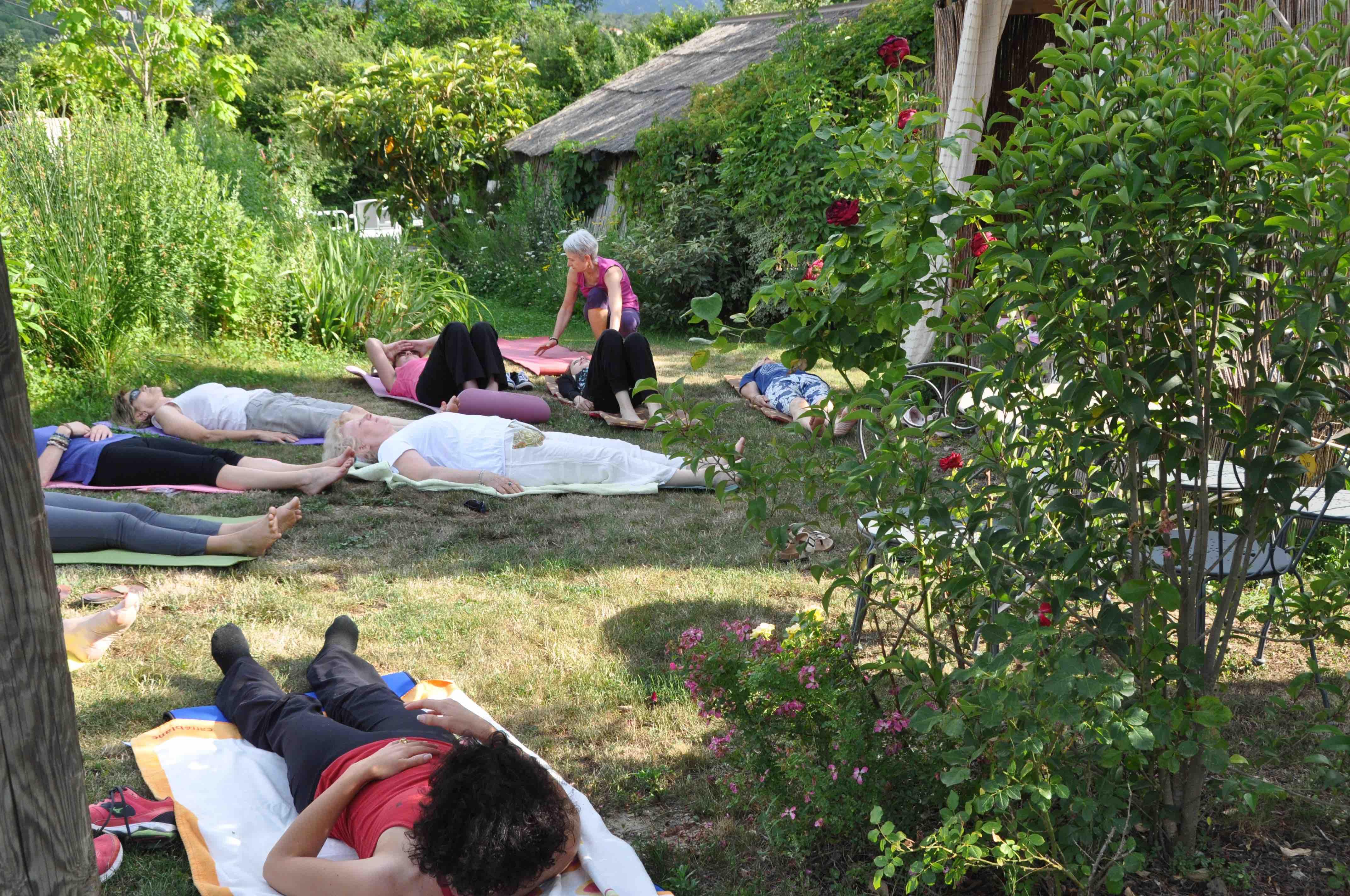 Détente dans le jardin du Mas Flores