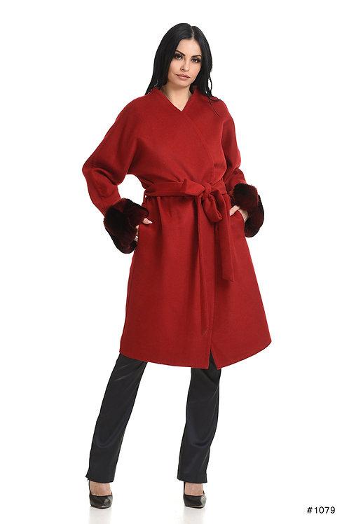 Cozy Loro Piana cashmere coat with chinchilla cuffs