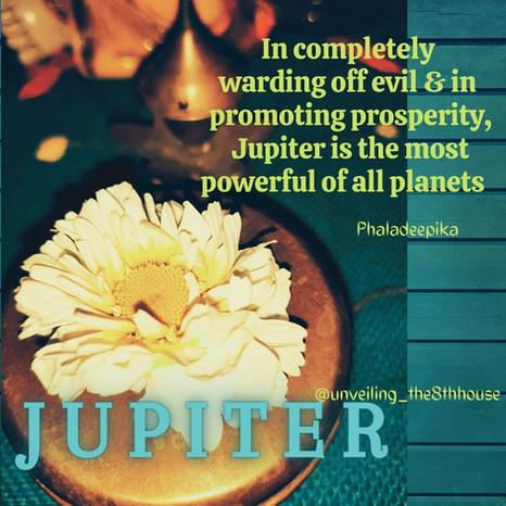 The Many Shades of Jupiter and Saturn