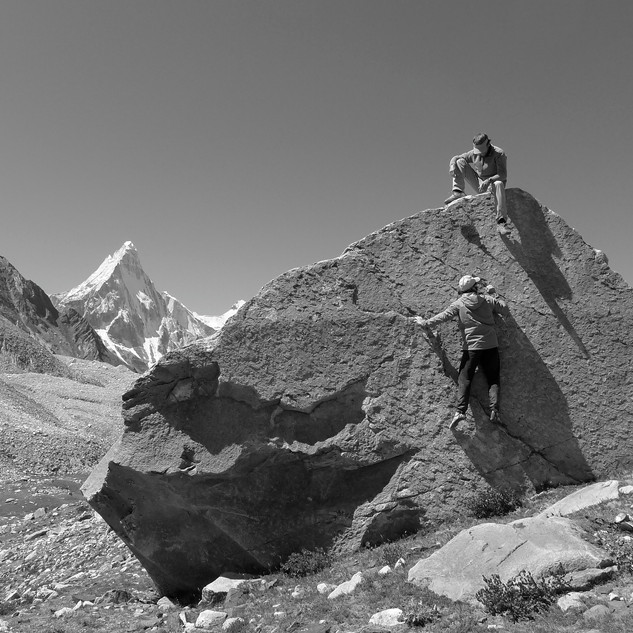 Friendship on a small boulder in the Garhwal Himalaya