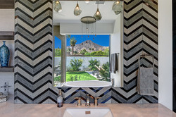 18 MASTER BATHROOM REFLECTION RS