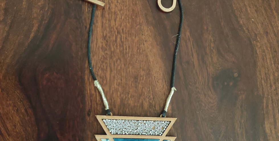 Triangle pattern necklace