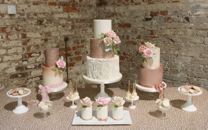 Why Choose Storeybook Wedding Cakes?