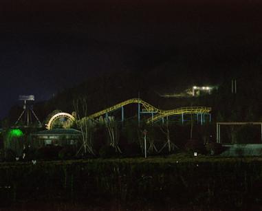 夜晚下的游乐园-motifier.jpg