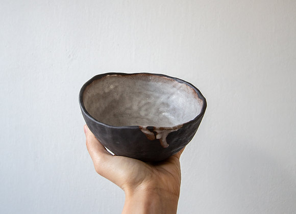 Handpinched breakfast bowl, small drip
