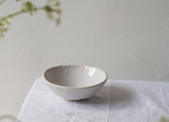Minimal low bowl with foot