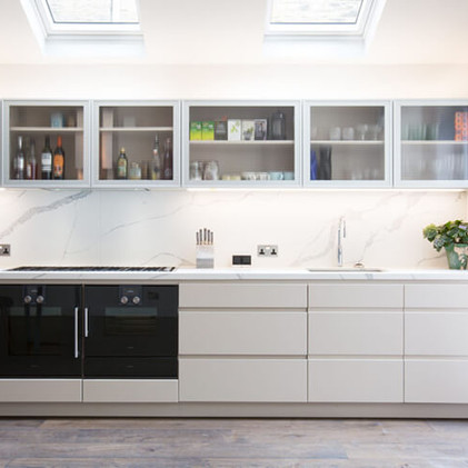 TOO HOT TO HANDLE?                          The pros and cons of handle-less kitchens