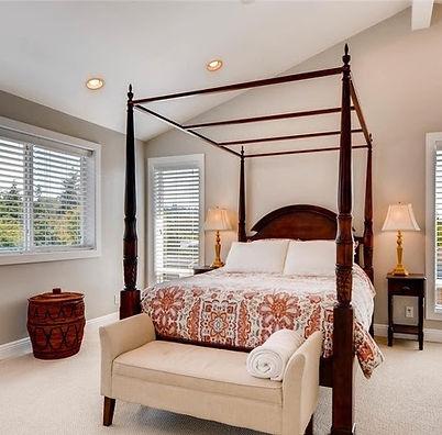 641 10th Ave Kirkland master bedroom.jpg