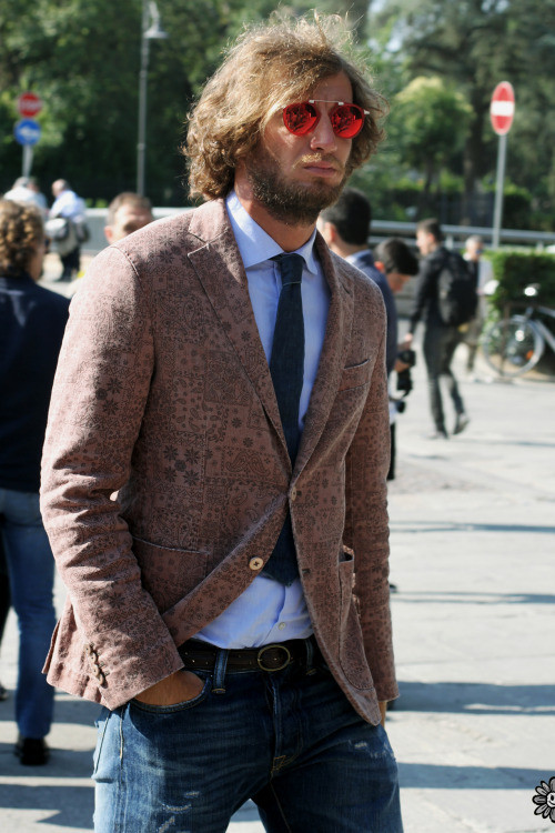http://guaizine.tumblr.com/post/94325621116/guaizine-at-pittiuomo86-photo-by-male-r-june