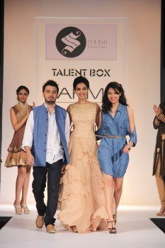 The label, Siyaahi, was launched in 2010 by the gifted duo, Poonam Sanghani and Rohit Dubey.