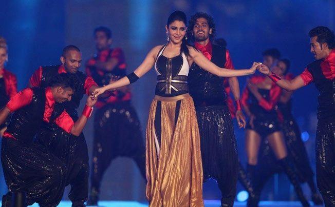 Virat Kohli Adoring Anushka Sharma's Performance Will Make You Believe True Love Exists