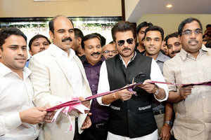Anil Kapoor inaugurates Malabar Gold & Diamonds' new branch in Ahmedabad