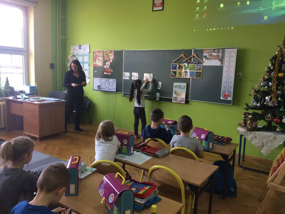 Reading lesson with class 1c
