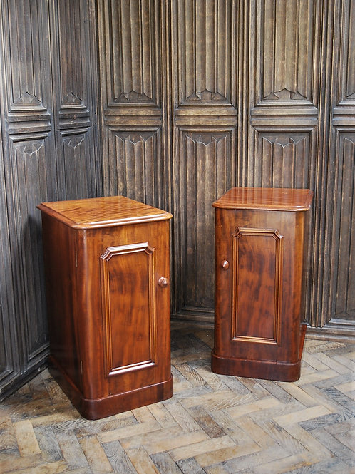 Pair of Mahogany Bedside Cabinets/Nightstands