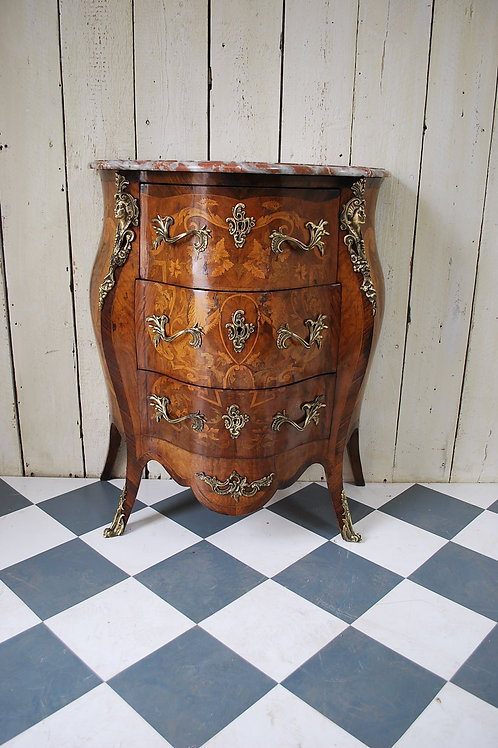 Small bombe commode