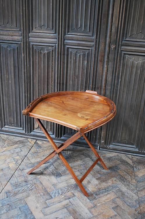 Horseshoe Drinks Table