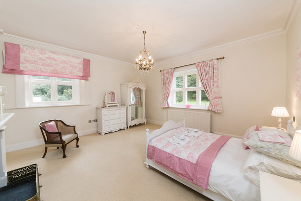 Bedroom No.7 kingsize bed, private bathroom