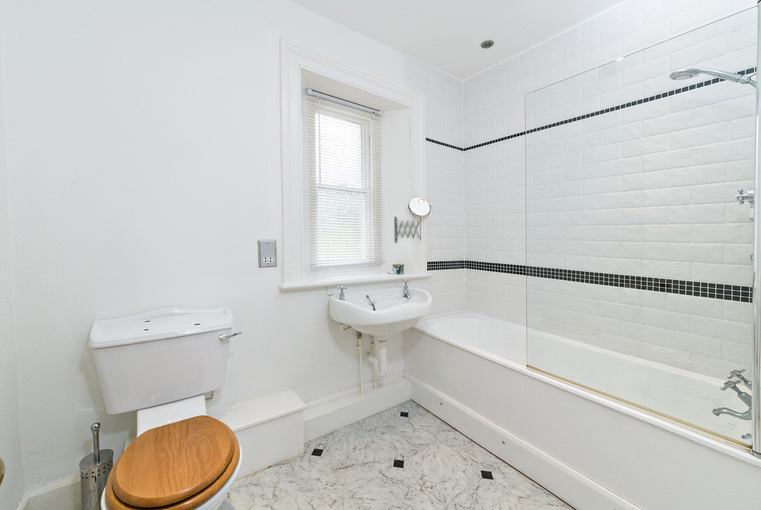 Private bathroom for bedroom No.7