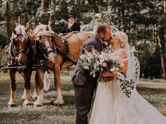 Kelsey and Dustin Thompson