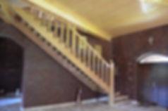 Schody dębowe z balustradą