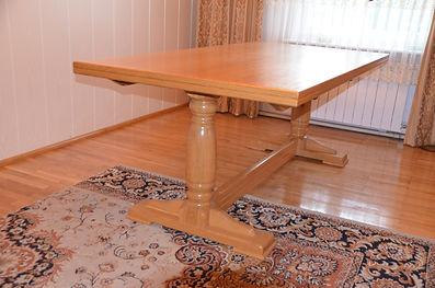 Rozsuwany stół dębowy na dwóch nogach