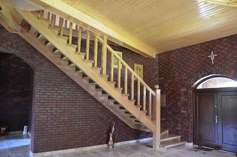 Schody drewniane, dębowe, przelotowe na konstrukcji własnej