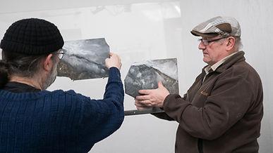 Montage de l'expo : Jean-Marc Paubel et Jean-Baptiste Cleyet à l'Oeil Ecoute.jpg