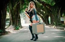 Adoro a foto, cenário e a modelo...