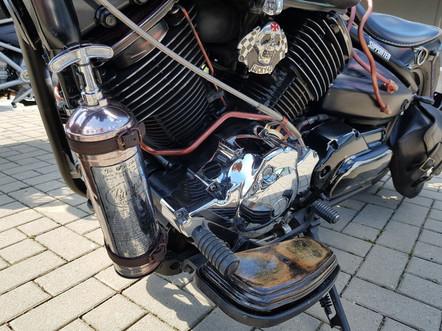jackseven-rat-bike-customs-feuerlöscher.