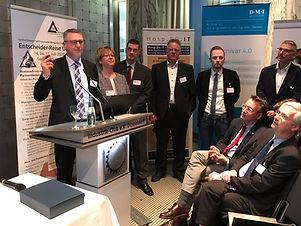 promedtheus Senior Berater Dirk Holthaus ist empfohlender Berater der Entscheiderfabrik im Projekt Archivar 4.0
