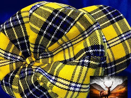chapeaux jaunes et bleus