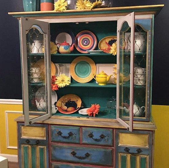 American Stockist Carmelita Scholes from Emporio of Fredericksburg in Virginia. - Muebles pintados - Annie Sloan - Chalk Paint
